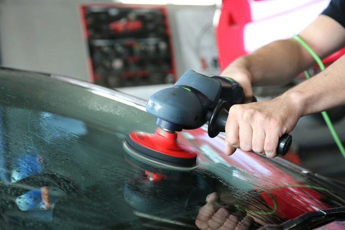 Как отполировать лобовое стекло от глубоких царапин