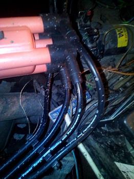 Пробитые высоковольтные провода или конденсатор