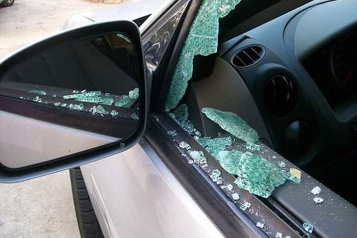 Когда требуется замена бокового стекла автомобиля